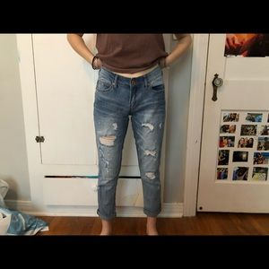 Ripped mom / boyfriend jeans